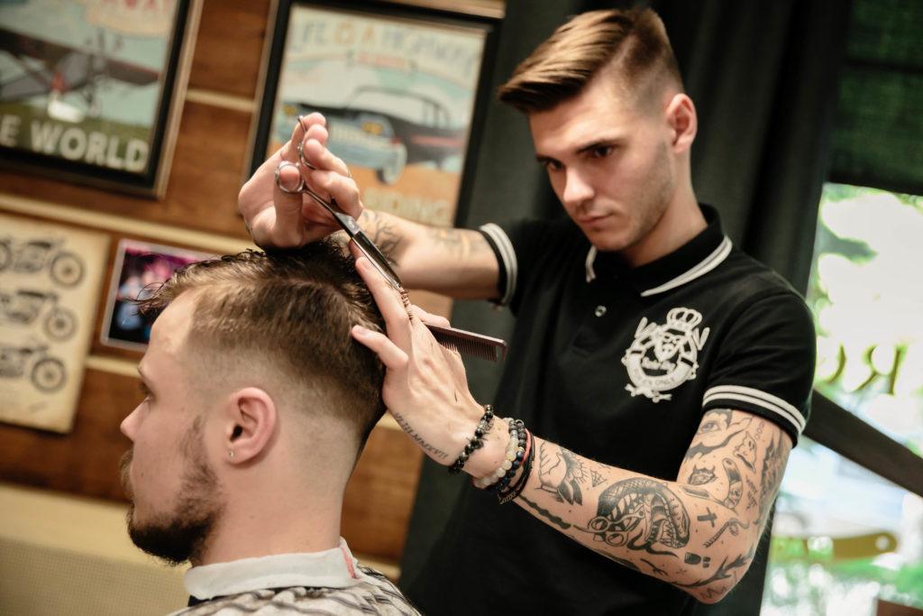 Профессиональная мужская стрижка